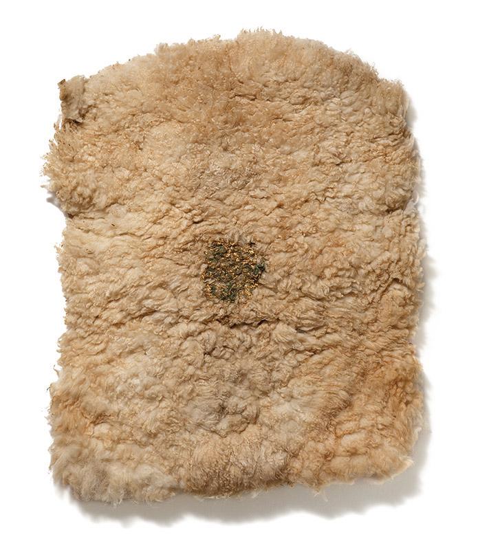 Sem título, déc. 90 pele de carneiro e folha de ouro 100 × 70 × 5 cm