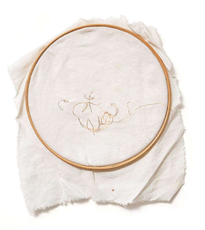 Sem título, s/d fio de cobre bordado sobre tecido preso embastidor de madeira  32 × 25 × 3 cm